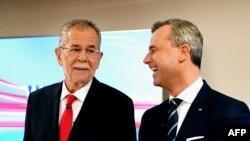 Австриядағы президент сайлауына үміткерлер Александр Ван дер Беллен (сол жақта) және Норберт Хофер.