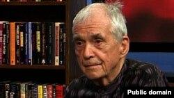 Daniel Berrigan, 85 ýaşynda alnan suraty.