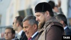 Оьрсийчоь -- Кадыров Рамзан а, Мнниханов Рустам а Москох коьрта мабждиг схьадоьллучу хенахь, Гезг. 23, 2015