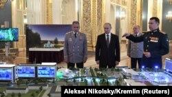 Ruski ministar odbrane Sergej Šojgu i predsednik Vladimir Putin