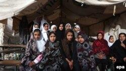 Vajzat afgane në një shkollë të improvizuar në qytetin Herat në Afganistan