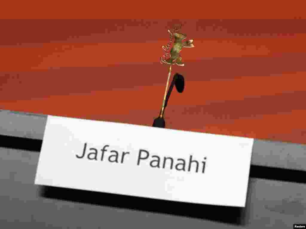 برلیناله ۶۱ با صندلی خالی جعفر پناهی کلید خورد. پناهی عضو هیئت داوران جشنواره امسال بود