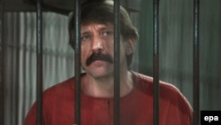 Russian arms trader Viktor Bout is appealing his conviction for illegally selling arms to Colombia rebels.