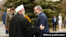 İran prezidenti Hassan Rouhani (solda) Ermənistanın baş naziri Nikol Pashinian-ı fevralın 27-də Tehranda qəbul edib