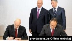 У 2012 році Владислав Каськів підписав угоду на мільярд доларів з іспанської кампанією Gas Natural щодо інвестицій в LNG-термінал в Україні. Пізніше іспанська сторона заявила, що не знає людину, яка від їхнього імені підписала контракт. З'ясувалося, що цю людину звуть Хорді Сарда Бонвехі і він є лижним інструктором