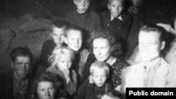 Вагон с репрессированными литовцами на пути в Сибирь в 1951 году