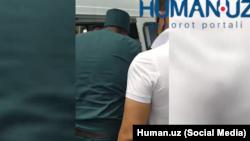 Сардобадан эвакуация қилинганларни тасвирга олаётган 2 операторни ИИВ ушлади