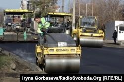 В Мариуполе уже ведется ремонт на проспекте Строителей