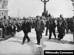 Владимир Ленин и Анатолий Луначарский.