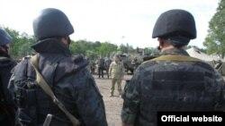 Petro Poroshenko gjatë vizitës në Donbas.