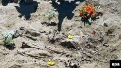 رفات لضحايا مجزرة سبايكر عُثر عليها بمقبرة جماعية في تكريت - 7 نيسان 2015