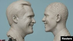 АҚШ президенті болудан үміткер Митт Ромни (сол жақта) мен Барак Обаманың балауыз мүсіндері. 1 қазан 2012 жыл.