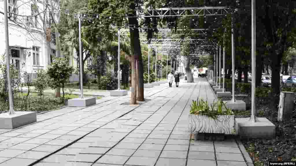 У конкурсному списку виявилася і вулиця Рузвельта. Попередній підконтрольний Росії голова адміністрації Ялти планував зробити її пішохідною і провести реконструкцію