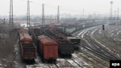 Иллюстрационное фото. Пустые вагоны из-под угля возле Енакиевского металлургического завода. Донецкая область, февраль 2017 года