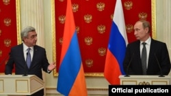 Russia - Russian President Vladimir Putin and his Armenian counterpart Serzh Sarkisian at a joint news conference in Moscow, 10Aug2016.