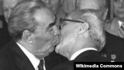 Леонид Брежнев жана Эрик Хоннекер.