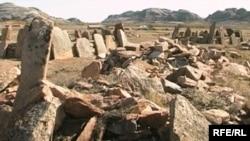 Беғазы-Дәндібай қорымындағы мәдени ескерткіштер. Ақтоғай ауданы, Қарағанды облысы. 20 қыркүйек 2009 жыл.