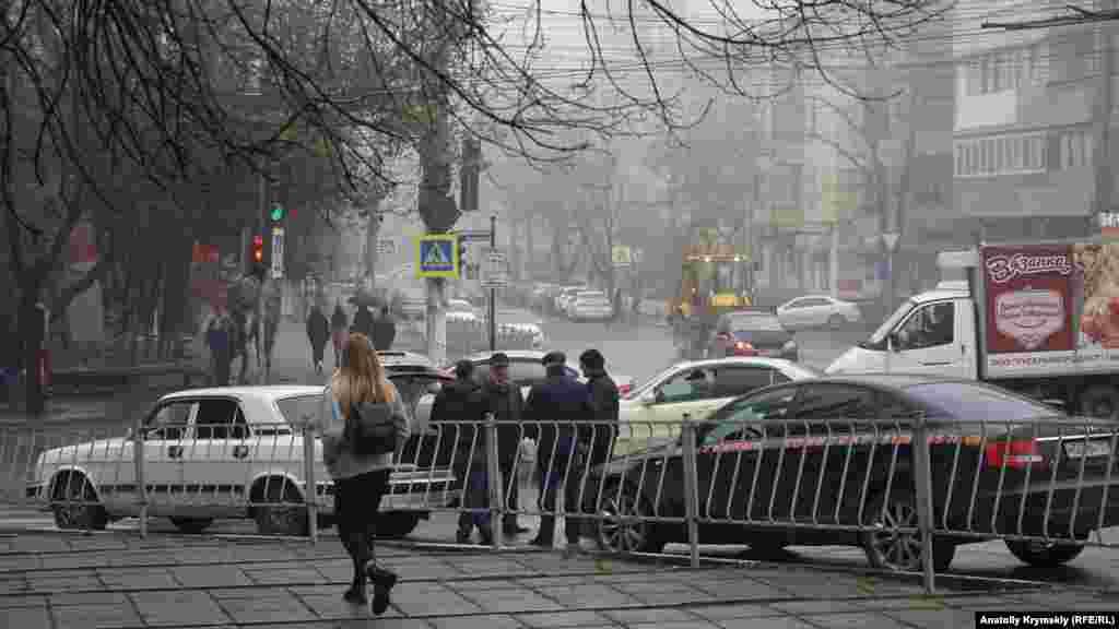 Аварійний комісар розбирається з учасниками ДТП на бульварі Леніна