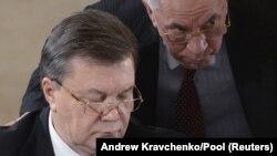 Віктор Янукович та Микола Азарова на зустрічі з лідерами опозиції, Київ, грудень 2013 року