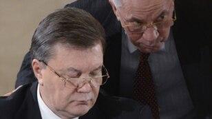 Президент Віктор Янукович (ліворуч) і прем'єр Микола Азаров. Київ, 13 грудня 2013 року
