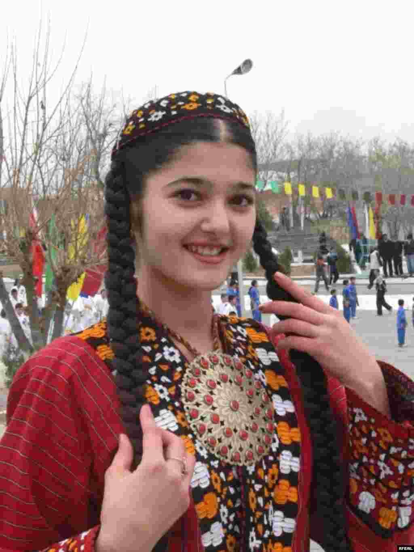 A girl takes part in Norouz celebrations in Ashgabat - Noruz08