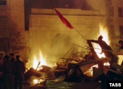 Dozens of people were killed in the fighting on October 3. First Deputy Prime Minister Yegor Gaidar appeared on television and called for Yeltsin's supporters to demonstrate.