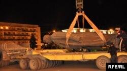 Отстранување на статуата на Сталин од центарот на Гори во 2010 година.
