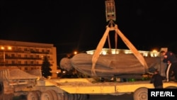 The bronze statue of Stalin being removed from Gori's central square