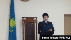 Судья Актауского городского суда № 2 зачитывает решение по иску компании ОСС. 19 января 2017 года.