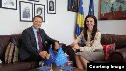 Ministrja e Integrimeve Evropiane, Vlora Çitaku dhe Përfaqësuesi Special i BE-së pë Kosovë, Samuel Zhbogar