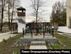 Мемориал жертвам ГУЛАГа в посёлке Устьев-Омчук