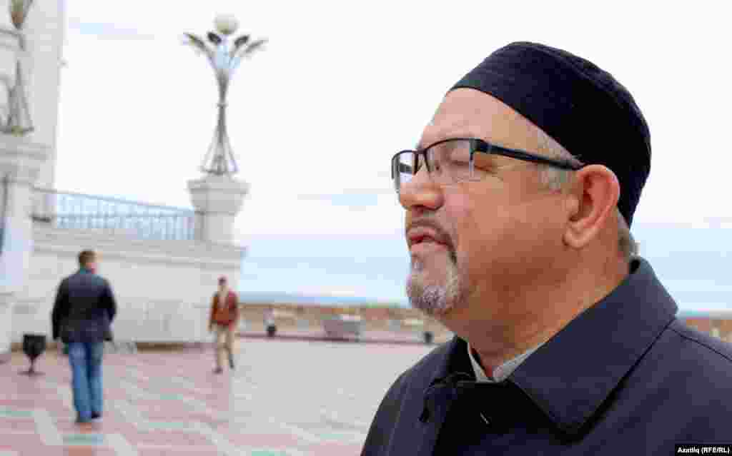 Русия ислам университеты ректоры Рәфыйк Мөхәммәтшин журналистларга әңгәмә бирә