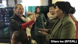 В акимате матери потребовали выплаты пособий на ребенка без привязки к количеству детей. Шымкент, 17 января 2020 года.