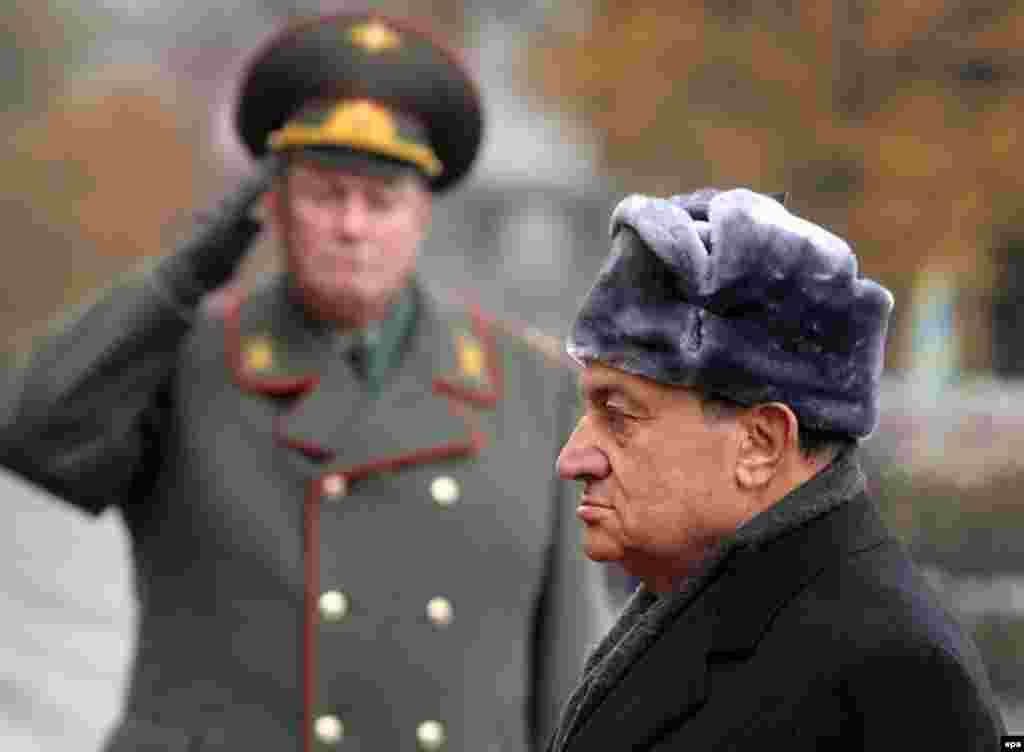 Мубарак покладає вінок до могили Невідомого солдата в Москві, 2006 рік