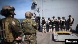 Trupe speciale române şi bulgare la bordul navei americane USS Truxtun, manevre militare în Marea Neagră, 19 martie 2014
