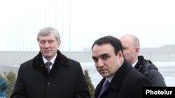 ՀԱՊԿ գլխավոր քարտուղար Նիկոլայ Բորդյուժան եւ Հայաստանի ազգային անվտանգության խորհրդի քարտուղար Արթուր Բաղդասարյանը: