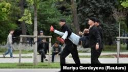 Задержания 12 июня в Алматы.