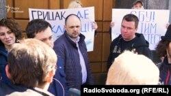 Акція «Грицак, де декларації»: Роман Матковський виходив до мітингувальників