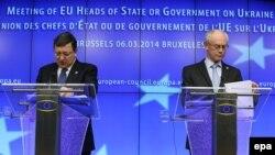 Жозе Мануэль Баррозу (слева) и Херман ван Ромпей на пресс-конференции по ситуации на Украине