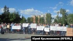 Протест жителей аварийных домов в Барнауле