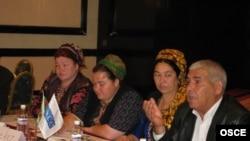 ÝHHG we Türkmenistanyň Oba hojalygy ministrligi tarapyndan gurnalan ekerançylykda işi dolandyrmak boýunça forum wagtynda, 6-njy aprel 2009 ý.