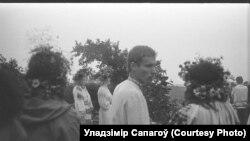 Купальле ў Ракуцёўшчыне (на першым пляне Сяргей Вітушка ў цэнтры), 1986 год