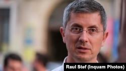 Liderul USR se află la Târgu Mureş pentru a strânge semnăturile necesare înscrierii în cursa electorală
