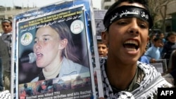 Юный палестинец с портретом Рейчел Кори