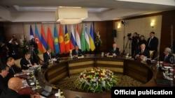 Фотография - пресс-служба президента Армении,