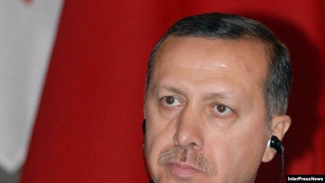 رجب طيب اردوغان خطاب به شهروندان کرد ترکيه که آيين های عيد نوروز را برگزار می کنند گفت: نوروز جشن شادی، صلح و برادری است و بسيار سعی دارند ازاين عيد برای ايجاد شکاف در ميان مردم ما بهرده برداری کنند