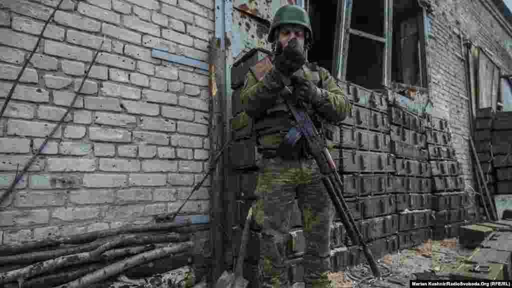 Ол бұған дейін Черкасск облысында өрт сөндіруші болып қызмет атқарған. Мұнда келгеніне жыл толған.