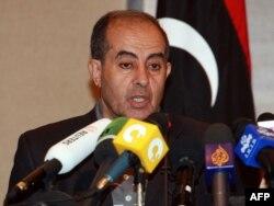 Временный премьер-министр Ливии Махмуд Джибриль дает пресс-конференцию. Триполи, 20 октября 2011 года.