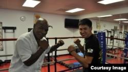 Жанкош Тураров (справа) с известным боксером Майком Тайсоном.