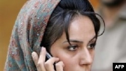 Iran – An Iranian woman talks on the phone during Iranian police crackdown to enforce Islamic dress code inTehran, 23Apr2007